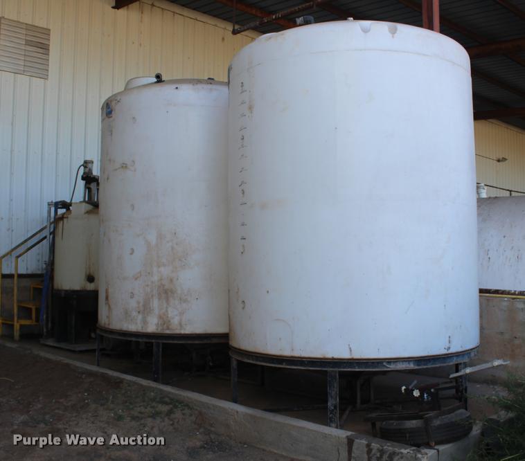 (3) tanks