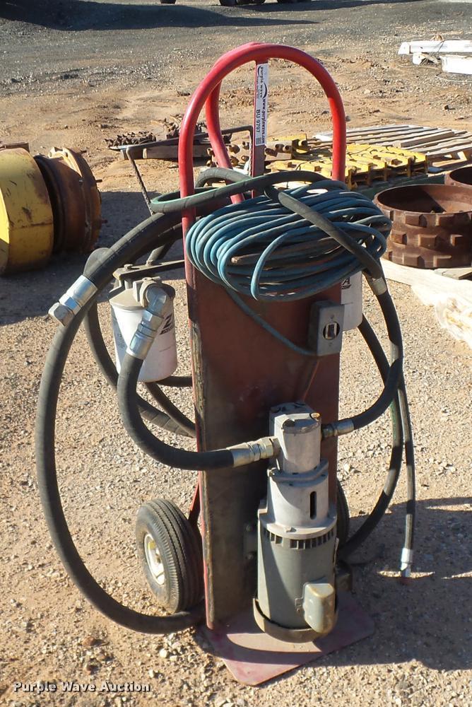 Hydraulic filter cart
