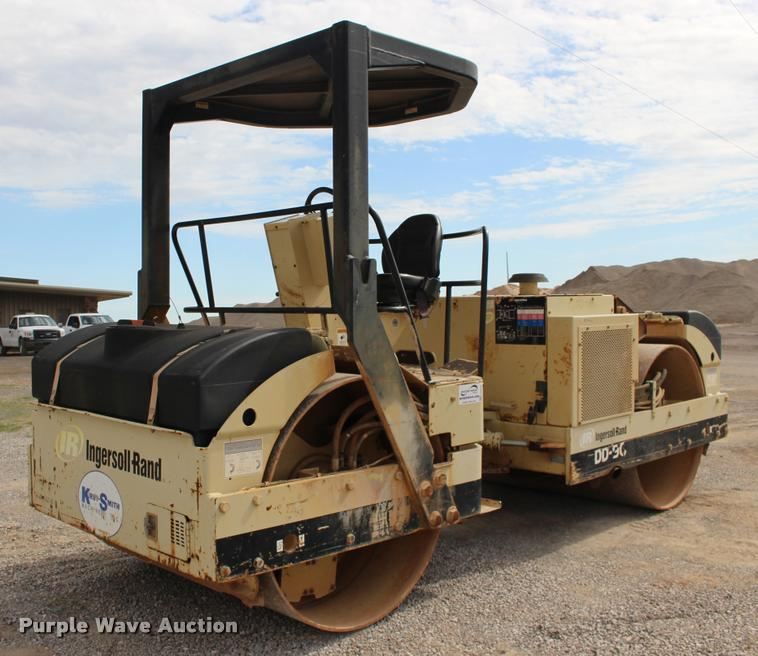 2005 Ingersoll Rand DD-90 double drum vibratory roller
