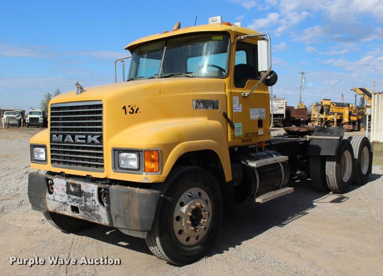 2006 Mack CHN613 semi truck