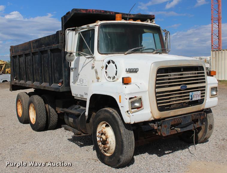 1990 Ford L8000 dump truck