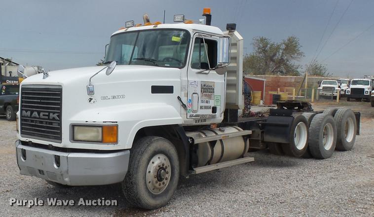 1999 Mack CL613 semi truck