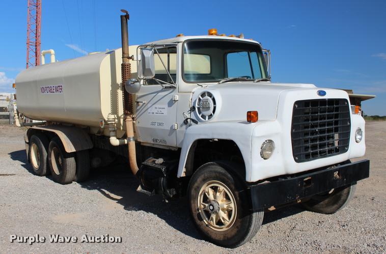 1981 Ford 8000 tank truck