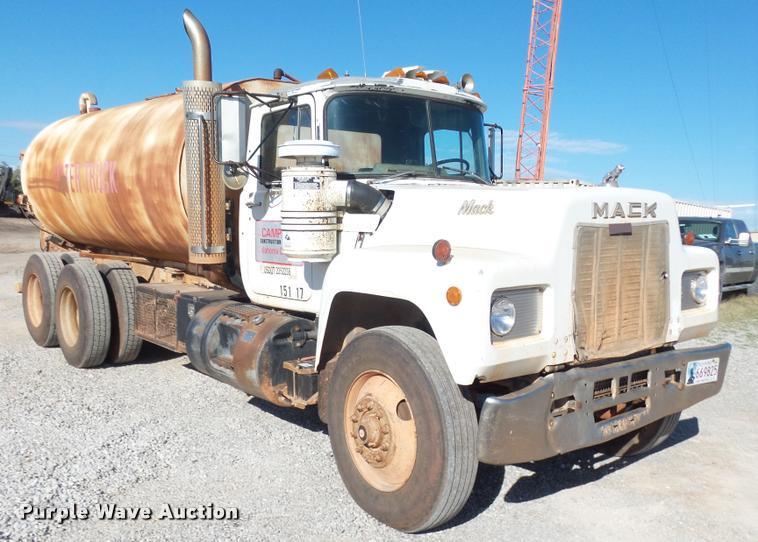1989 Mack R688ST tank truck