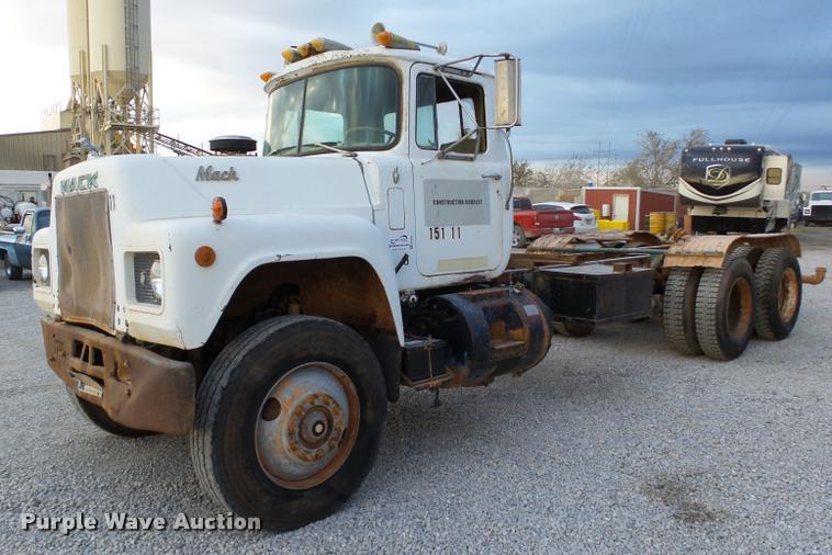 1984 Mack RD688S semi truck
