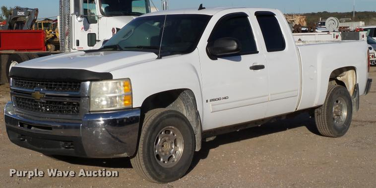 2009 Chevrolet Silverado 2500HD LT Ext. Cab pickup truck