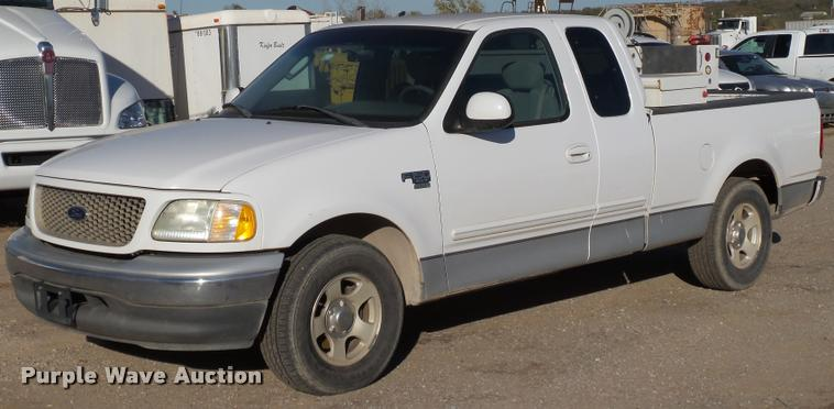 2002 Ford F150 XLT SuperCab pickup truck