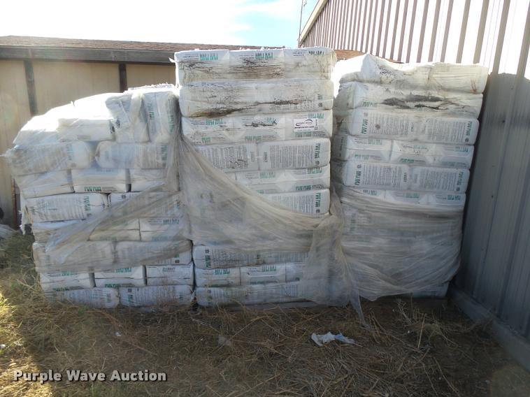 Peat Plus oil absorbent