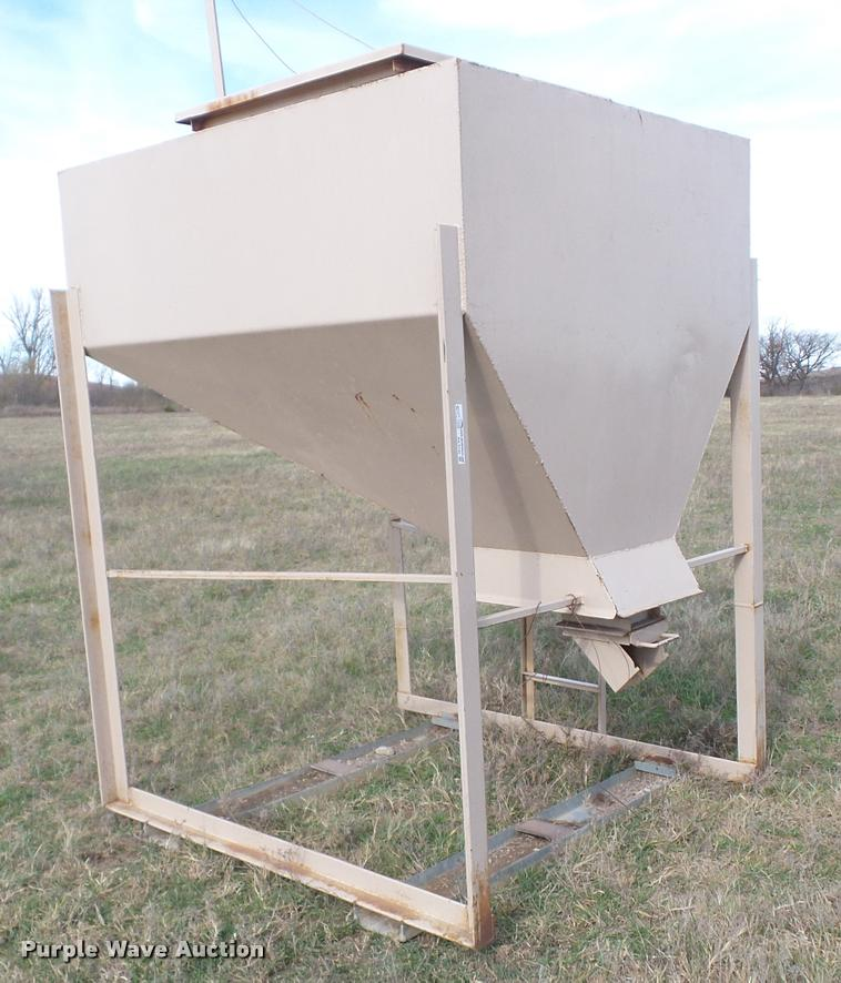 Harrison Welding vertical storage bin