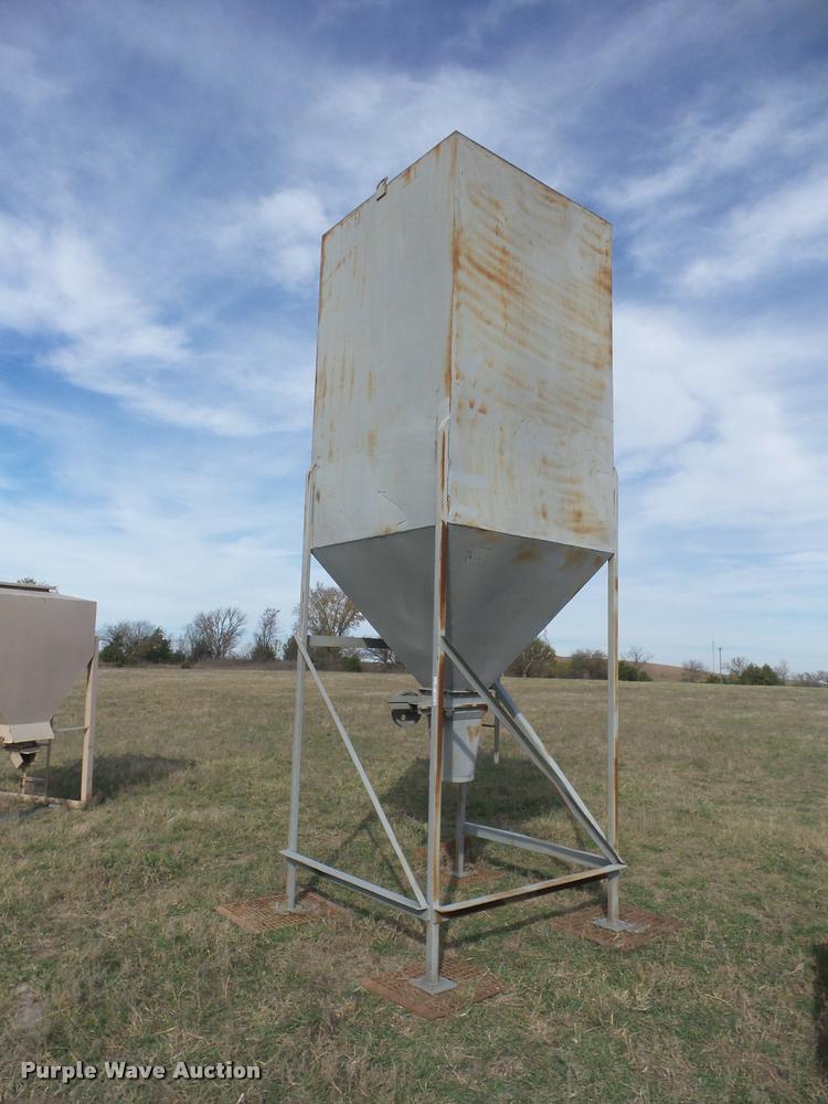 Vertical storage bin
