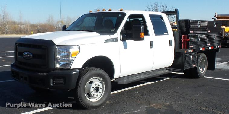 2012 Ford F350 Super Duty Crew Cab flatbed pickup truck