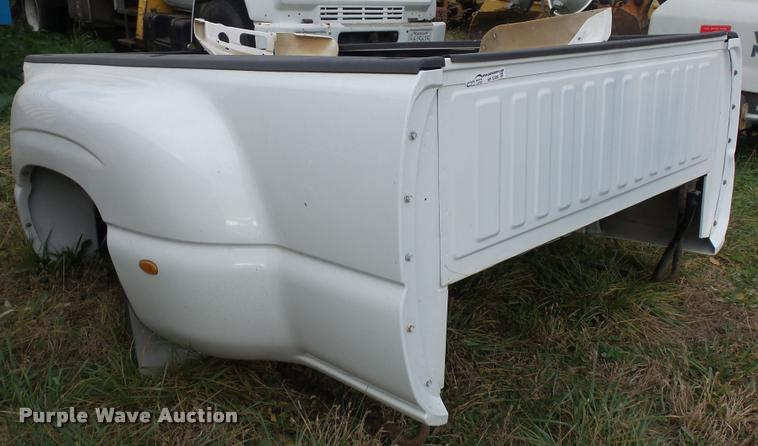 GMC Sierra pickup truck bed