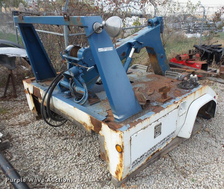Century 211 tow truck bed