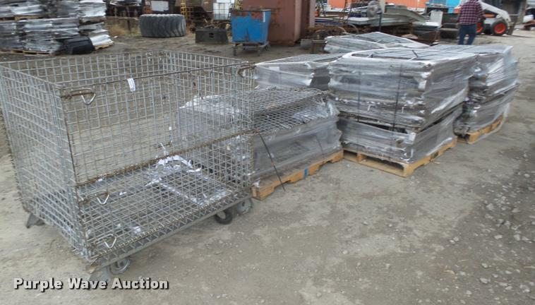 (18) collapsible wire baskets