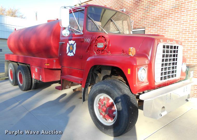 1973 Ford 900 tank truck