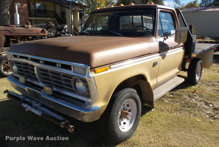 1974 Ford F250 flatbed pickup truck