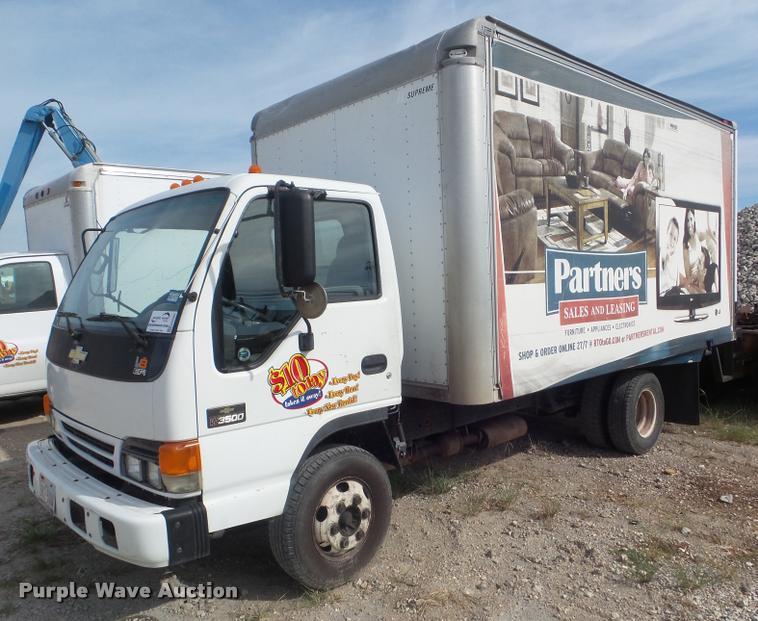 2005 Chevrolet W35042 box truck