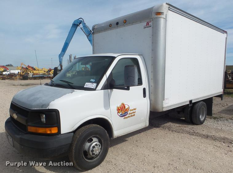 2008 Chevrolet Express box truck