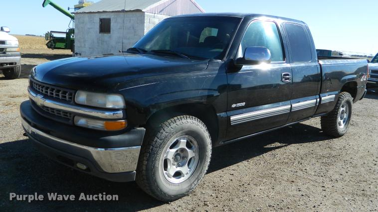 2000 Chevrolet 1500 Ext. Cab pickup truck