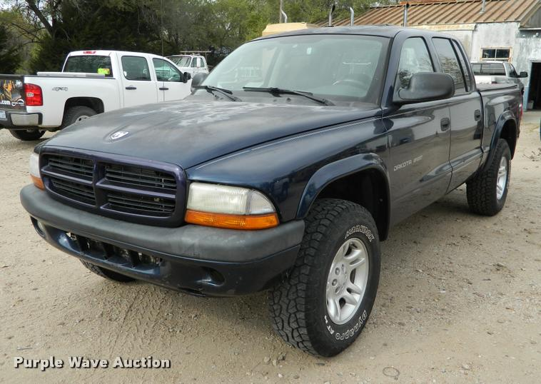 2002 Dodge Dakota Quad Cab pickup truck