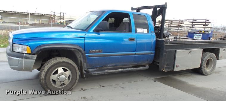 2001 Dodge Ram 2500 Laramie SLT Quad Cab flatbed pickup truck