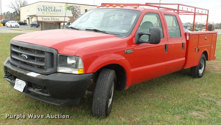 2003 Ford F250 Super Duty Crew Cab flat bed truck
