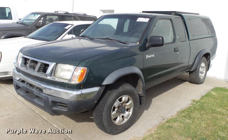 2000 Nissan Frontier King Cab pickup truck