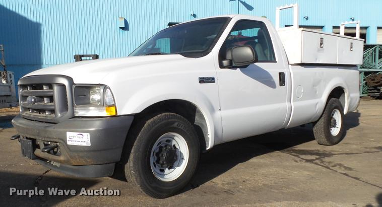 2004 Ford F250 Super Duty XL pickup truck