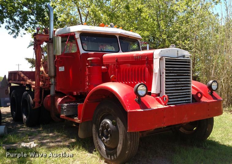 1946 Dart 100 tow truck