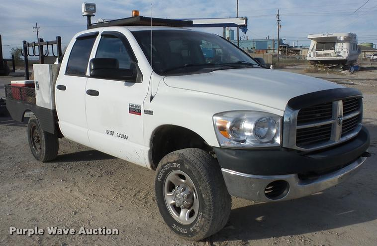 2009 Dodge Ram 2500 flatbed pickup truck