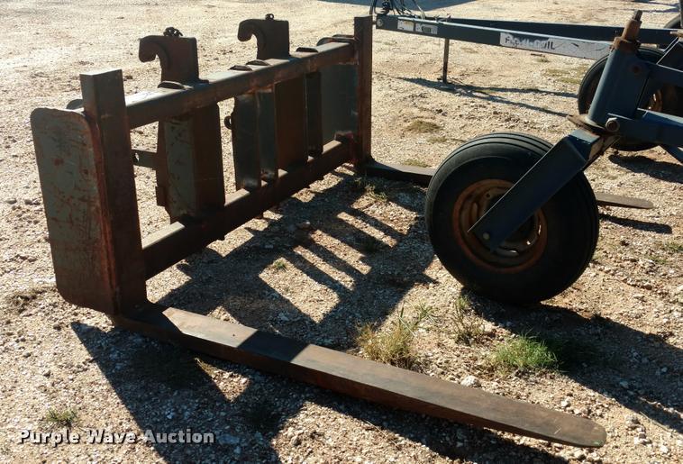 Wheel loader pallet forks