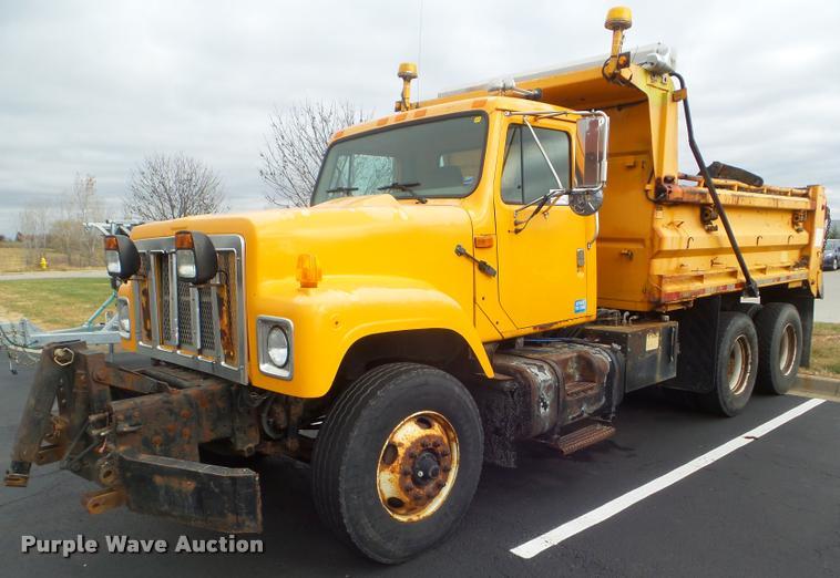 2002 International F2554 dump truck