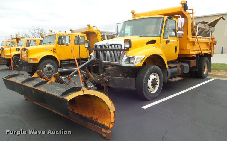 2004 International 7400 dump truck