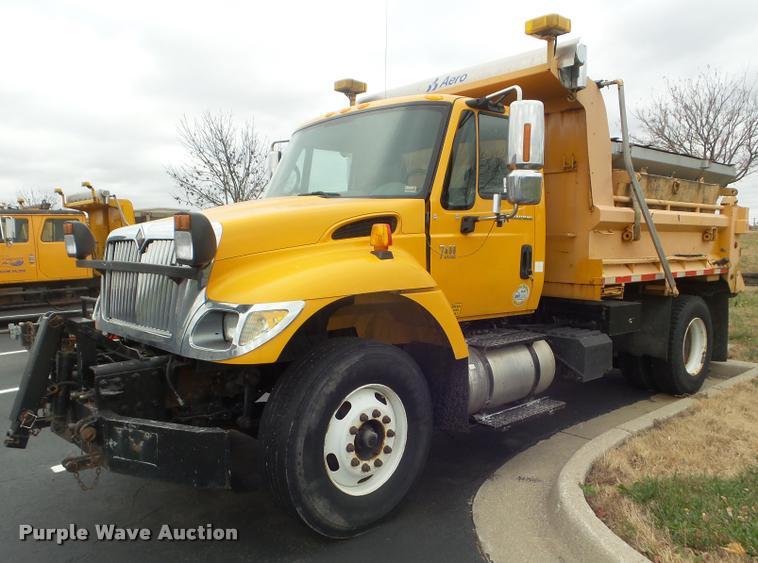 2006 International 7400 dump truck