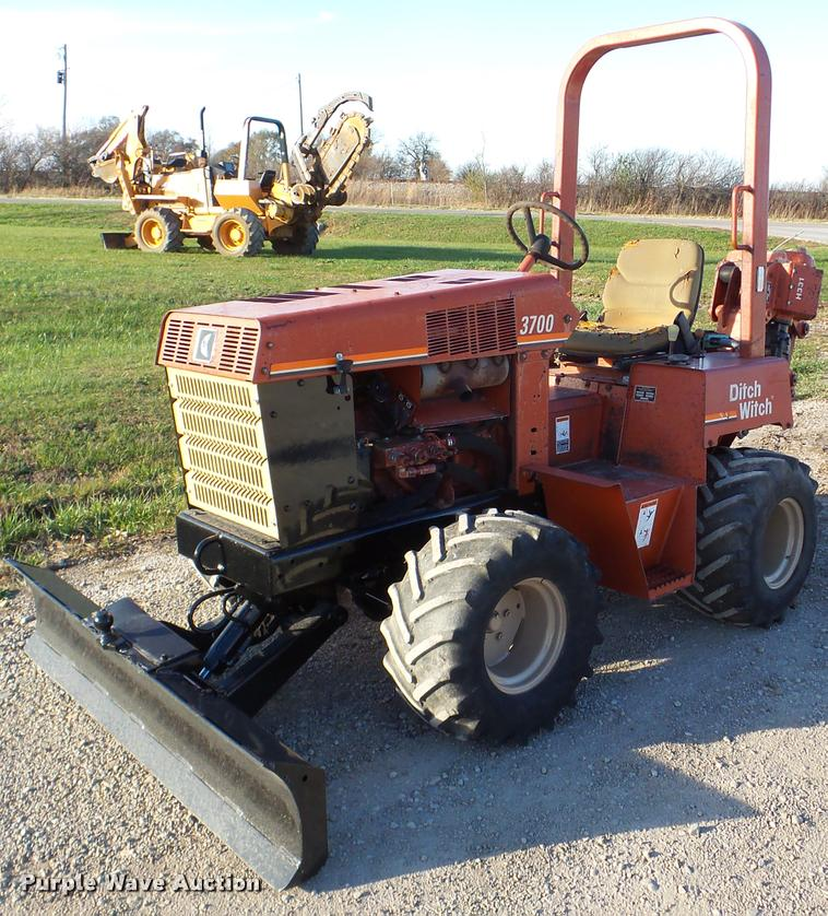 2000 Ditch Witch 3700 trencher
