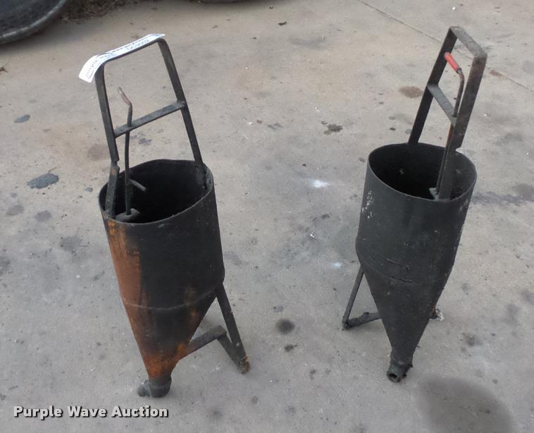 (2) tar hand kettles