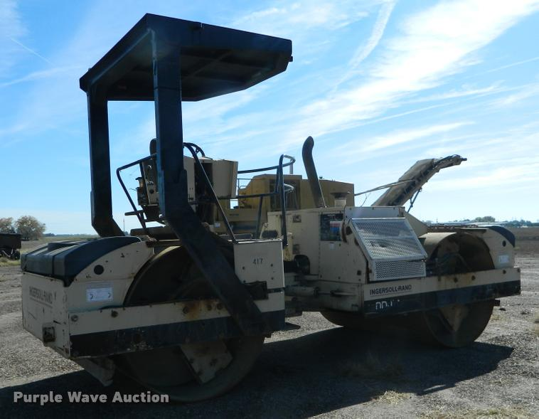 1999 Ingersoll Rand DD110 double drum vibratory roller