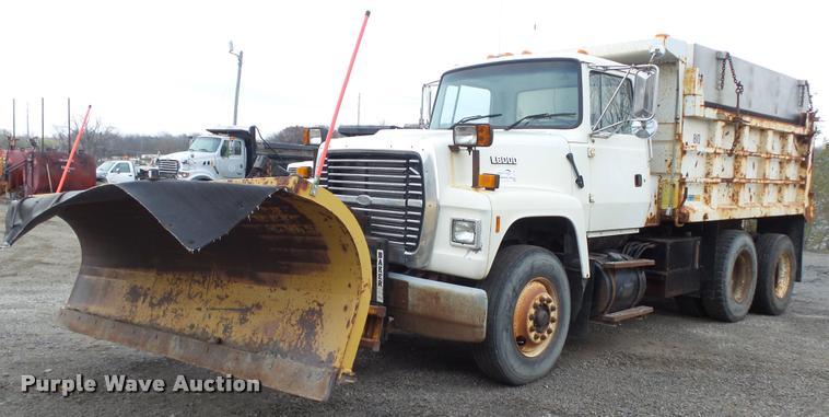 1995 Ford LT8000 dump truck