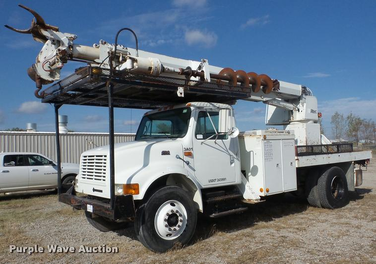 1999 International 4700 digger derrick truck