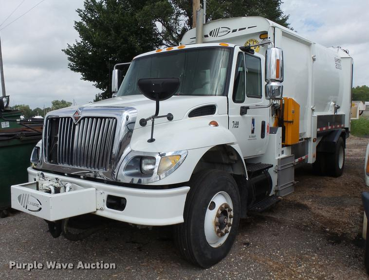 2007 International 7400 refuse truck