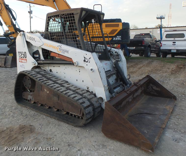 2007 Bobcat T250 skid steer