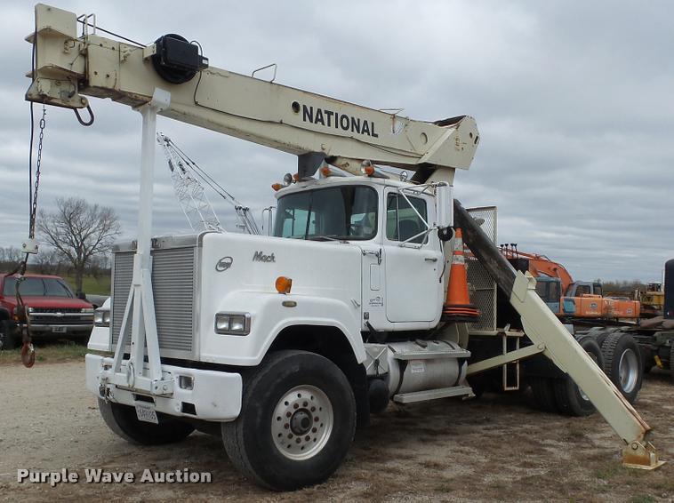 1989 Mack RW713 crane truck