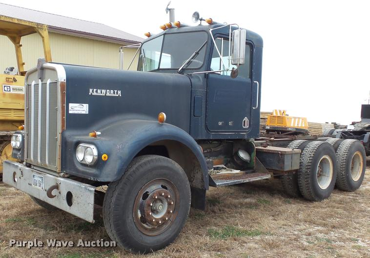 1972 Kenworth T923 semi truck