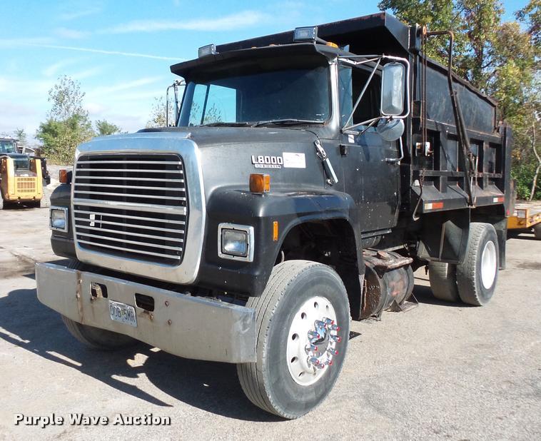 1989 Ford LN8000 dump truck