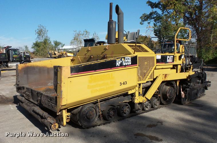 2001 Caterpillar AP-1055B paver