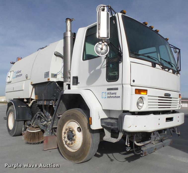 2007 Freightliner FC80 street sweeper truck