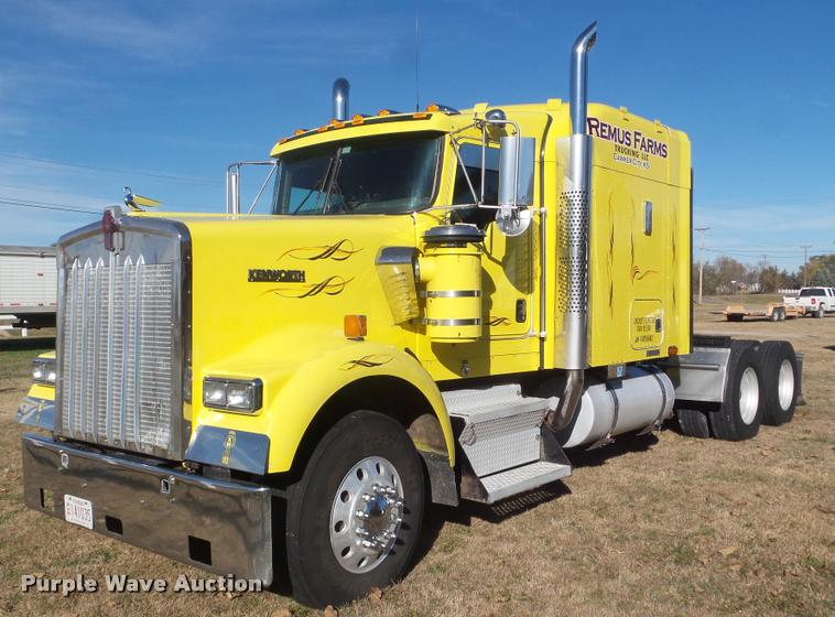 2004 Kenworth W900 semi truck