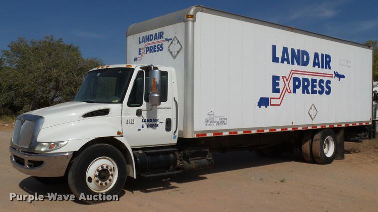 2005 International DuraStar 4300 box truck