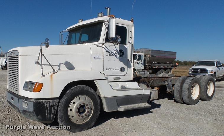 1997 Freightliner FLD truck cab and chassis