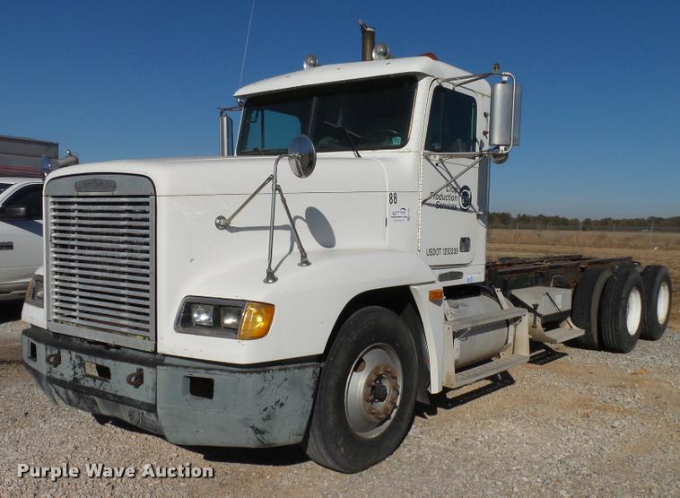 1995 Freightliner FLD truck cab and chassis